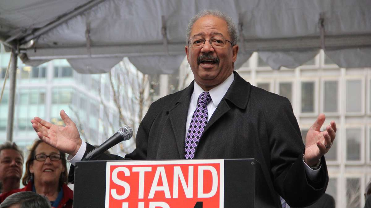 U.S. Rep Chaka Fattah speaks at a rally on Dilworth Plaza urging federal funding for transportation infrastructure improvements. (Emma Lee/WHYY)