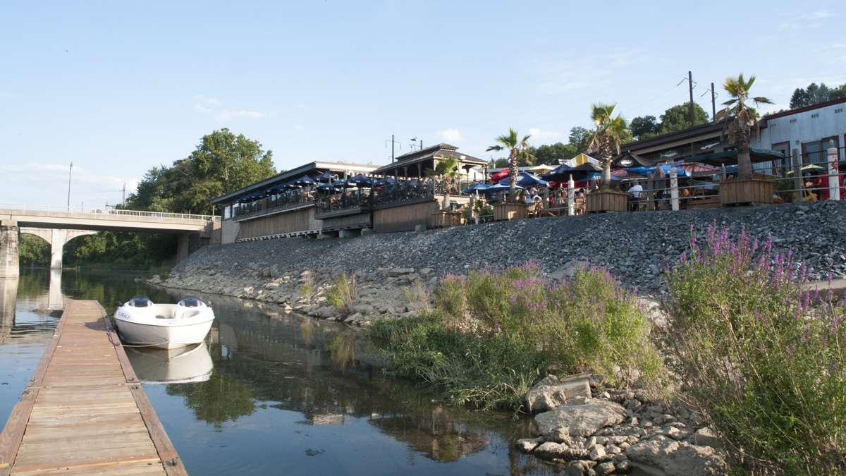 In addition to parking lots, waterfront restaurants in Wormleysburg provide dock space on the Susquehanna River for patrons arriving by boat. (Diana Robinson/WITF)