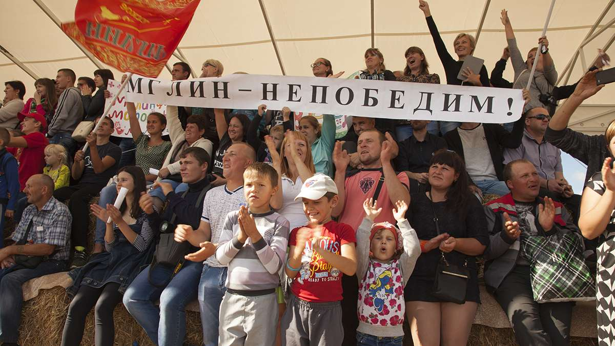 Family and friends in the audience cheered for the rodeo teams. (Irina Zhorov)