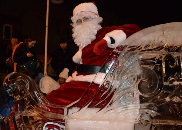 <p>&lt;p&gt;Santa posed for pictures on his sleigh with visitors throughout the day on Saturday in Manayunk. (Jimmy Viola/for NewsWorks)&lt;/p&gt;</p>