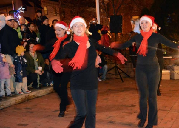 <p>&lt;p&gt;Members of Manayunk's&#xA0;Merge Dance Studio performed on Main Street before the lighting of the Christmas tree at Canal View Park. (Jimmy Viola/for NewsWorks)&lt;/p&gt;</p>