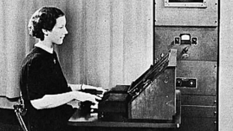 A woman sitting at a VODER talking machine. (Screen grab of youtube video by Mono Thyratron)