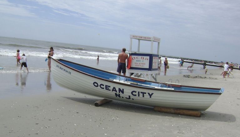 By BJ Neary (OC beach patrol boat) [CC BY-SA 2.0 (http://creativecommons.org/licenses/by-sa/2.0)], via Wikimedia Commons