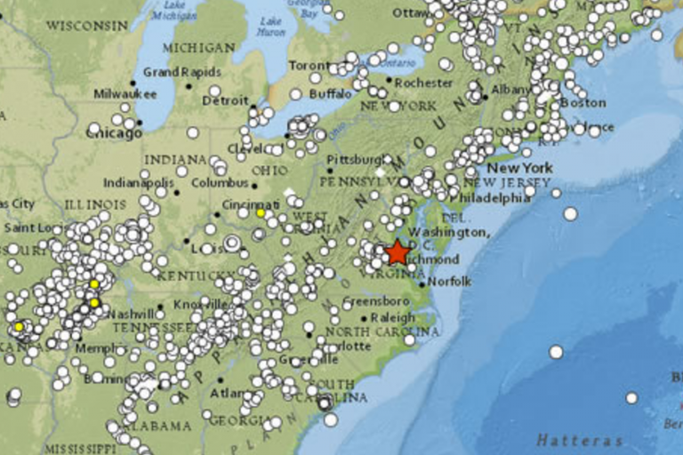 A red star denotes the location of the August 23, 2001 earthquake, and the dots represent the locations where people reported feeling the tremor to the United States Geological Survey. (Image: USGS)