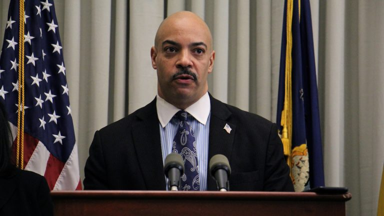 Philadelphia District Attorney Seth Williams announces a major heroin trafficking bust on Feb. 2, 2017. (Emma Lee/WHYY)