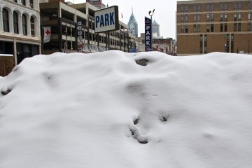 A snow pile holdout at 8th and Arch streets in Center City Philadelphia. (Emma Lee/for NewsWorks)