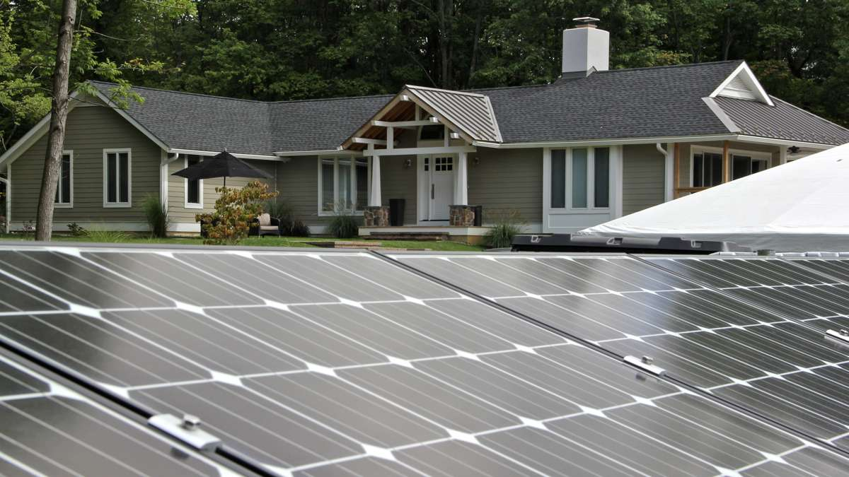 Alice De Tiberge's ranch home in Pennington is powered by solar panels and and a system that stores excess energy as hydrogen for use when sunlight is weak. (Emma Lee/WHYY)