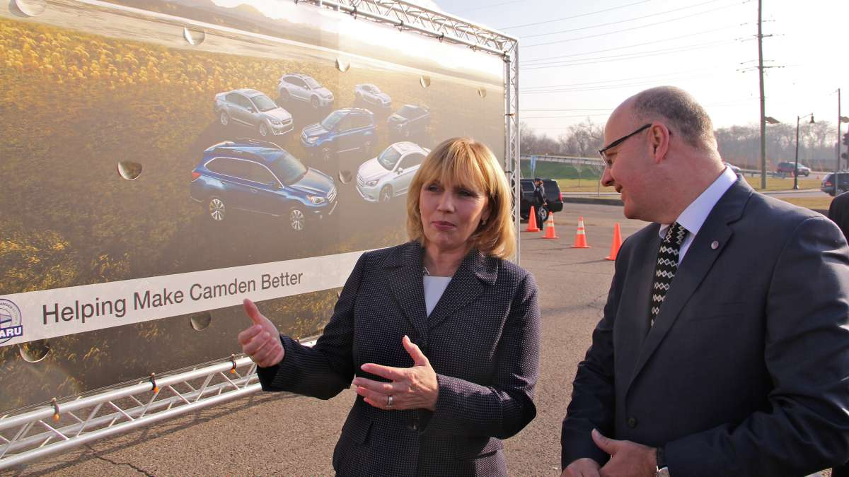 New Jersey Lt. Gov. Kim Guadagno talks with Subaru's head of communications Michael McHale before the groundbreaking. (Emma Lee/WHYY)