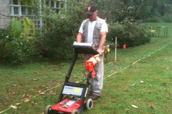 <p><p>On Oct. 3, Gene Hough of Heritage Guild Works used ground-penetrating radar to identify areas where the soil beneath the surface had been disturbed on the grounds of Lovett Park. (Karl Biemuller/for NewsWorks)</p></p>
