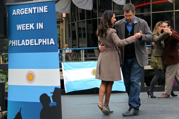 <p>Larissa Tenberg and Attila Reinhardt tango Argentine style during a demonstration in Love Park. Argentine Week continues through Nov. 3. (Emma Lee/for NewsWorks)</p>