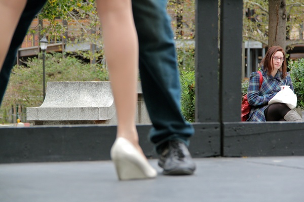 <p>Claire Flaxman eats her lunch in Love Park so she can watch the tango dancers. (Emma Lee/for NewsWorks)</p>