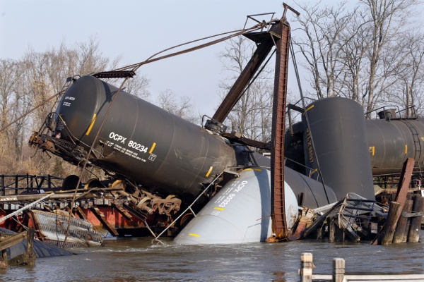 <p>&lt;p&gt;Freight train tank cars that derailed Friday are seen in Mantua Creek in Paulsboro, N.J. Residents in an area of about 12 blocks near the derailment remain out of their homes. (AP Photo/Mel Evans)&lt;/p&gt;</p>