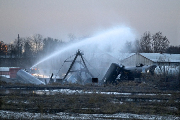 <p>&lt;p&gt;As darkness falls, water is sprayed on derailed freight train tank cars in Paulsboro, N.J. on Friday, Nov. 30, 2012. (AP Photo/Mel Evans)&lt;/p&gt;</p>