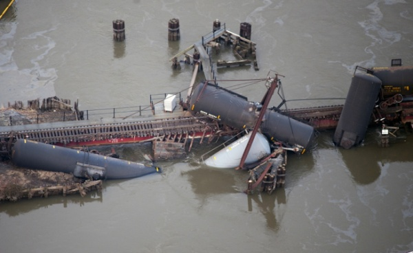 <p>&lt;p&gt;Several cars lay in the water after a freight train derailed in Paulsboro, N.J. (AP Photo/Cliff Owen)&lt;/p&gt;</p>