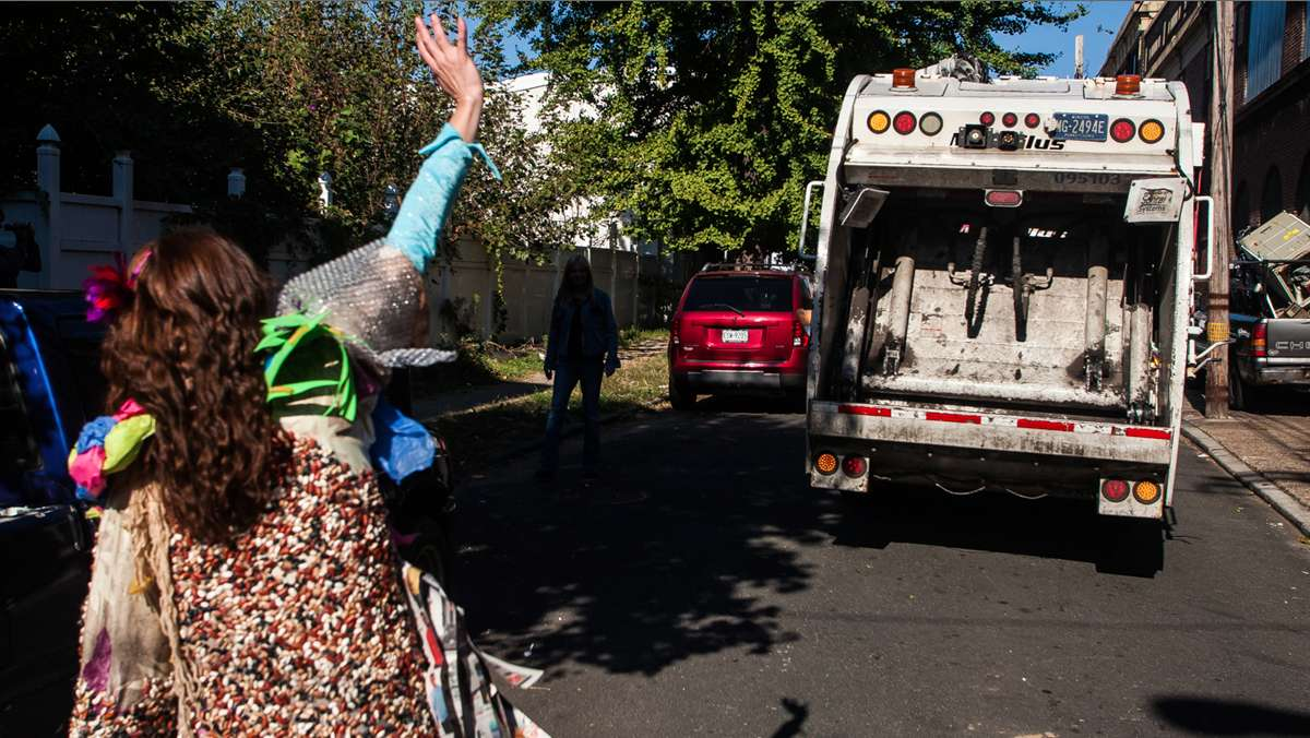A fond farewell after the Happy Trash Day celebration. (Brad Larrison/for NewsWorks)