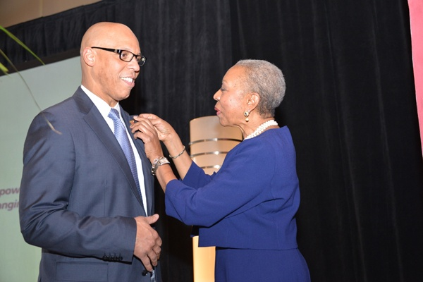 "<p><p>William R. Hite, Superintendent of the School District of Philadelphia, is ""pinned"" by Urban League of Philadelphia CEO Patricia A. Coulter, making him an official Urban Leaguer. Hite was the keynote speaker at the luncheon. (Photo courtesy of Paul Coker)</p></p>"
