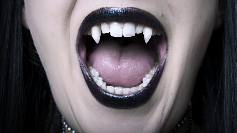 (Katalinks/<a herf='http://www.bigstockphoto.com/image-22811183/stock-photo-opened-vampire-woman-mouth-closeup'>Big Stock Photo</a>)