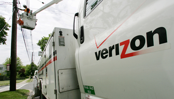 AARP wants Verizon to replace landlines in Sandy-ravaged town (Mel Evans/AP Photo, file)