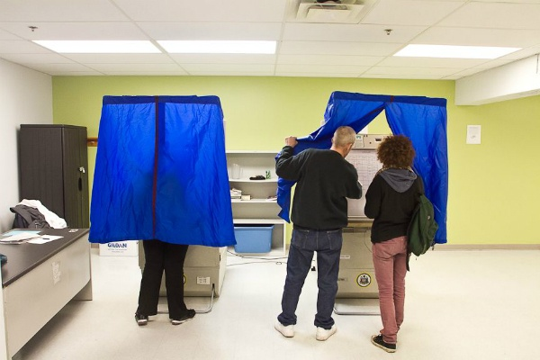Based on early indicators, some Pennsylvania election officials have said they're prepared for returns that fall between a normal midterm year and a presidential election. (WHYY file photo)