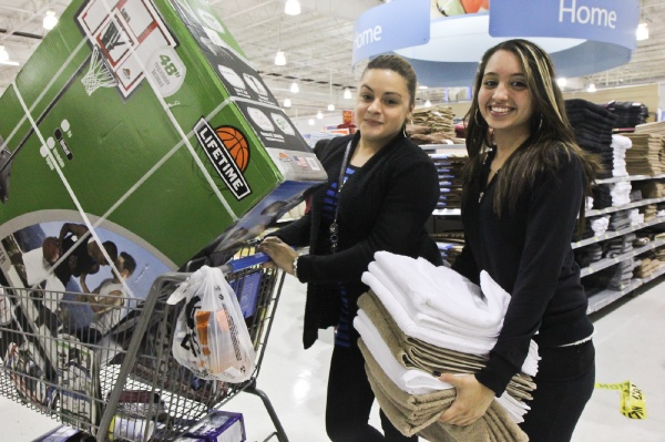 <p><p>Janira Sanchez and Cynthia Rivera purchase a basketball net for Sanchez's son, 9, and some $2 towels. (Kimberly Paynter/for NewsWorks)</p></p>