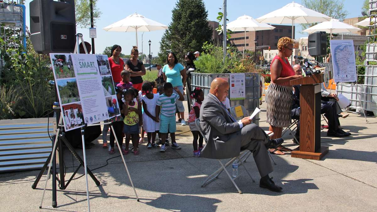 Camden Mayor Dana Redd and City Council President Francisco Moran introduce the park at a press conference that included children from the nearby Camden Day Nursery. (Emma Lee/WHYY)