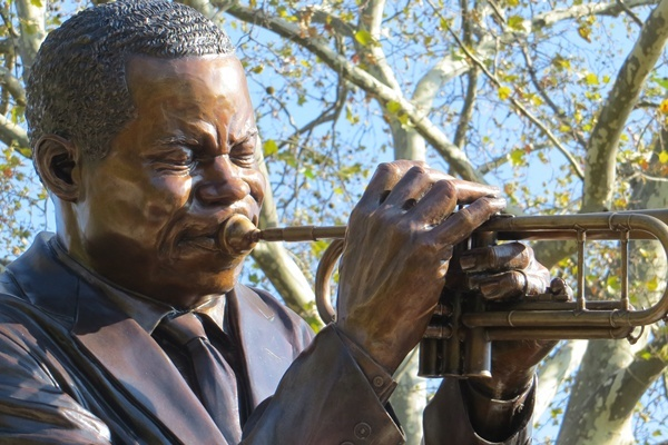 <p><p>Wilmington officials and residents gather for close-up of Clifford Brown statue.</p></p>