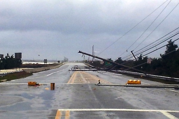 <p>&lt;p&gt;&lt;span style=&quot;color: #000000; font-family: Arial, Helvetica, sans-serif; background-color: #ffffff;&quot;&gt;Power lines block Ocean Drive in Longport, New Jersey, Tuesday, October 30, 2012. (Tom MacDonld/WHYY)&lt;/span&gt;&lt;/p&gt;</p>