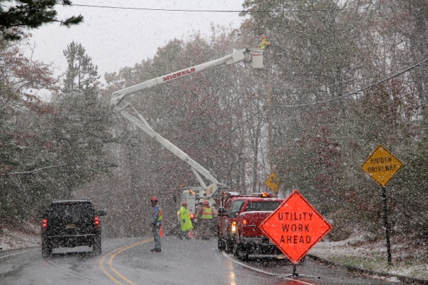 <p>&lt;p&gt;Utility workers in Millstone, N.J. work to restore power lost because of Hurricane Sandy even as a nor'easter strikes. (Emma Lee/for NewsWorks)&lt;/p&gt;</p>