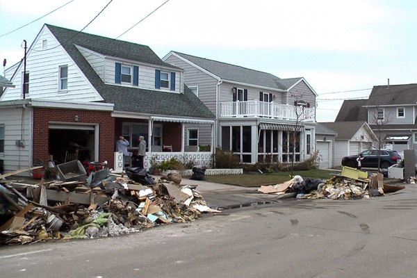 <p><p>Saturday was another clean-up day for Belmar residents. (Alan Tu/WHYY)</p></p>