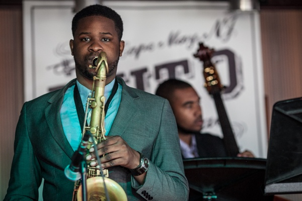 <p>Dahi Divine from Philadelphia performed with his quartet to a packed room at Carney's</p>