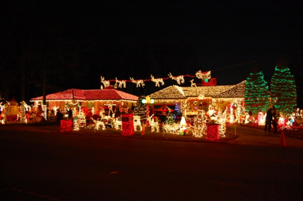 <p>Streets of Cherry Hill are ready for the holidays (Natavan Werbock/for NewsWorks)</p>