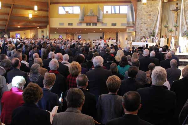 <p>A crowd fills St. Agnes Church in Blackwood, NJ, for the installation of Dennis J. Sullivan as the 8th Bishop of Camden. (Emma Lee/for NewsWorks)</p>