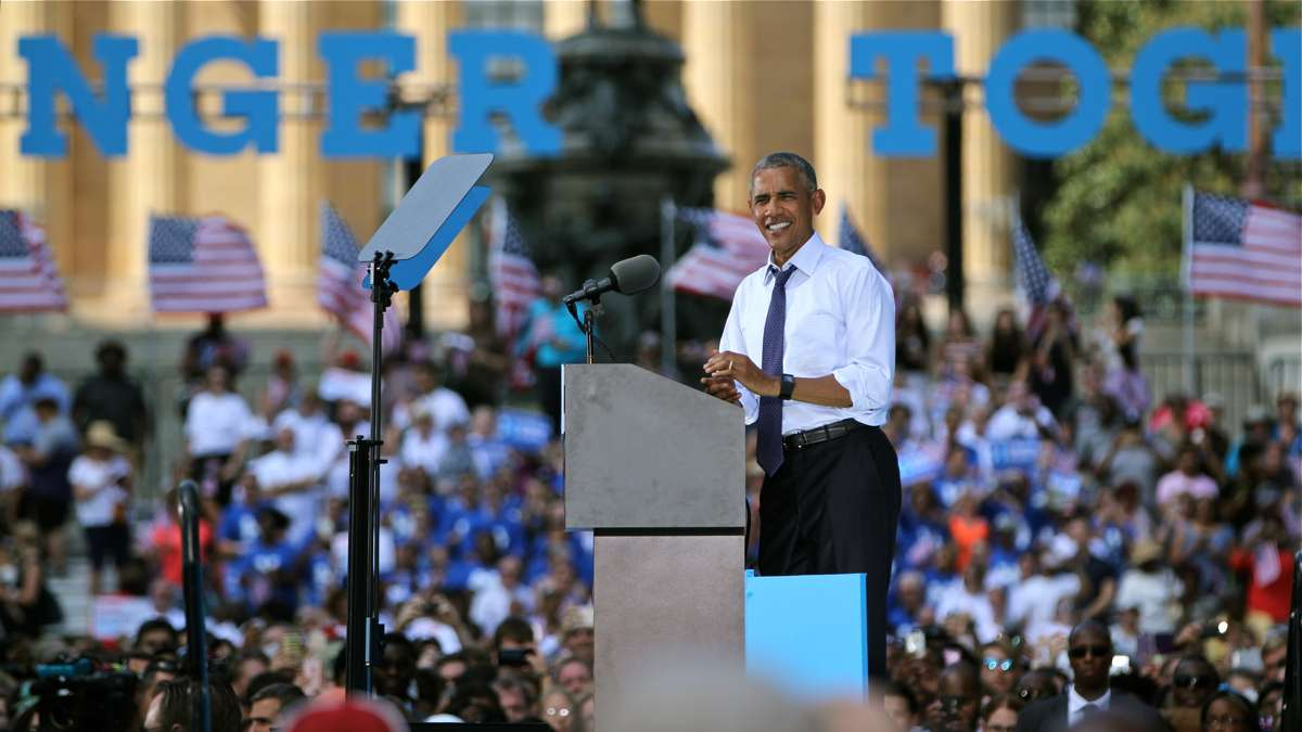 President Barack Obama speaks at Eakins Oval on Sept. 13, 2016, urging Philadelphians to cast their votes for Hillary Clinton. (Emma Lee/WHYY)