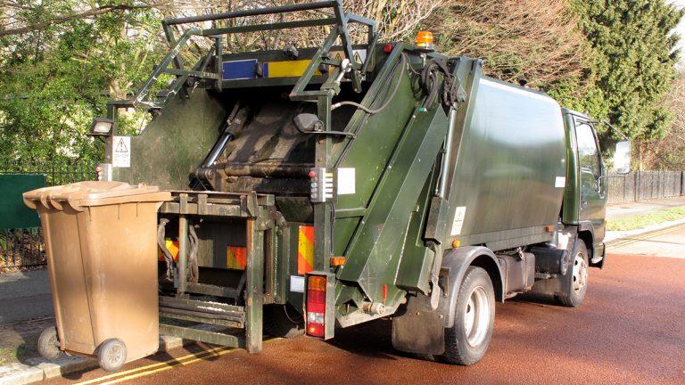 Garbage truck (<a href=