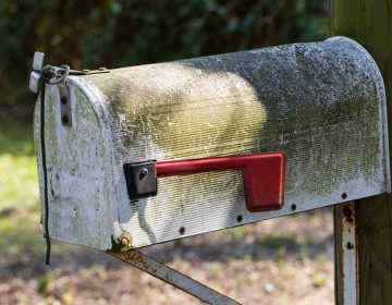 (<a href='https://www.bigstockphoto.com/image-179930848/stock-photo-old-mailbox-us-letterbox-rust-rusted-send'>Dagmar Breu</a>/Big Stock Photo)