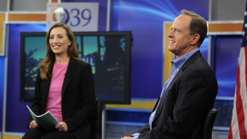 U.S. Sen Pat Toomey takes the stage with WLVT-PBS39 host Laura McHugh for a televised town hall meeting in Bethlehem. (Emma Lee/WHYY)
