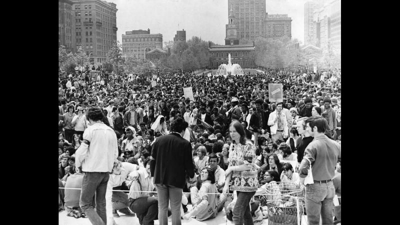 Thousands of students gather in Independence Mall on May 8, 1970, to protest the war in southeast Asia. Independence Hall is visible in the background. (Joseph Wasko / Courtesy of George D. McDowell Philadelphia Evening Bulletin Collection, Temple University Libraries)