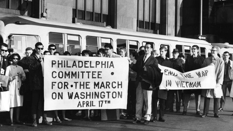 "Some of the 300 members of the Philadelphia Committee for the March on Washington, ""End the War in Vietnam,"" prepare to leave by bus the morning of April 17, 1965.(Charles T. Higgins / Courtesy of George D. McDowell Philadelphia Evening Bulletin Collection, Temple University Libraries)"