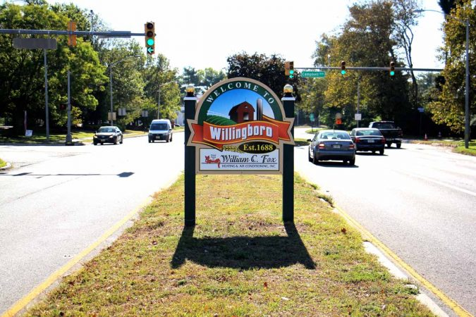 Levitt Parkway, a four lane road that winds through the middle of the New Jersey town of Willingboro, recalls the town's history as a Levittown. (Emma Lee/WHYY)