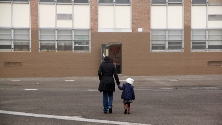 Students arrive at Blaine Elementary School. (Emma Lee/WHYY)