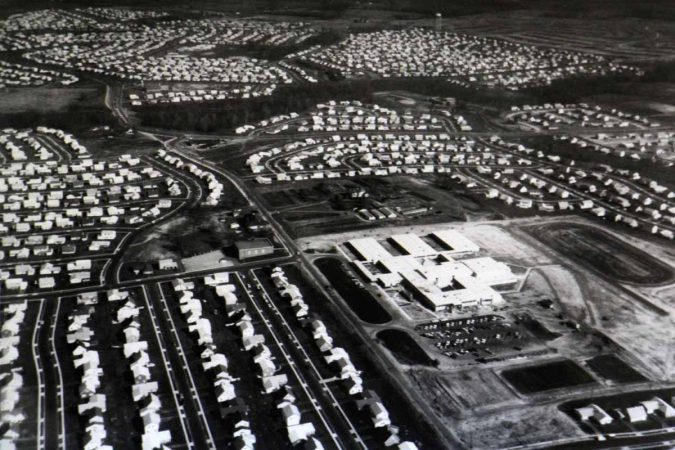 An aerial photograph from the 1960s shows the completed Levittown.  (Willingboro Public Library Local History Collection)