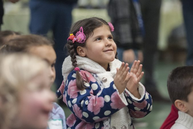 Afghan refugee Mahsa Asghari applauds juggling demonstration. (Jonathan Wilson for WHYY)