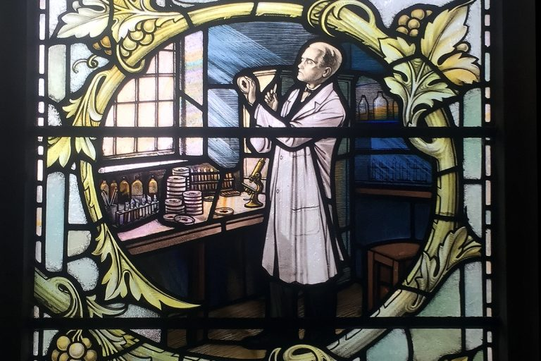 Stained glass windows depicting biologist Alexander Fleming in the church of St James, in London. (Wikimedia Commons)