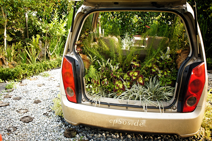 Plants in the back of a car. (image by epsos.de)