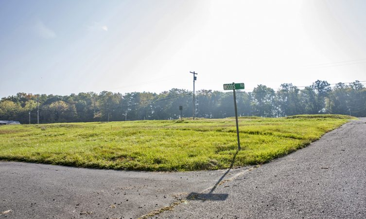 The intersection of Woods Road and Mobile Avenue in 2017. The land has been vacant for four years since the former Hilltop mobile home park closed in 2013. (Min Xian/Keystone Crossroads)