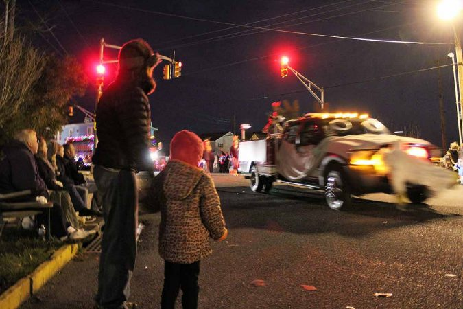 West Cape May Christmas Parade 2017. Cape May at night. (Bill Barlow/for WHYY)
