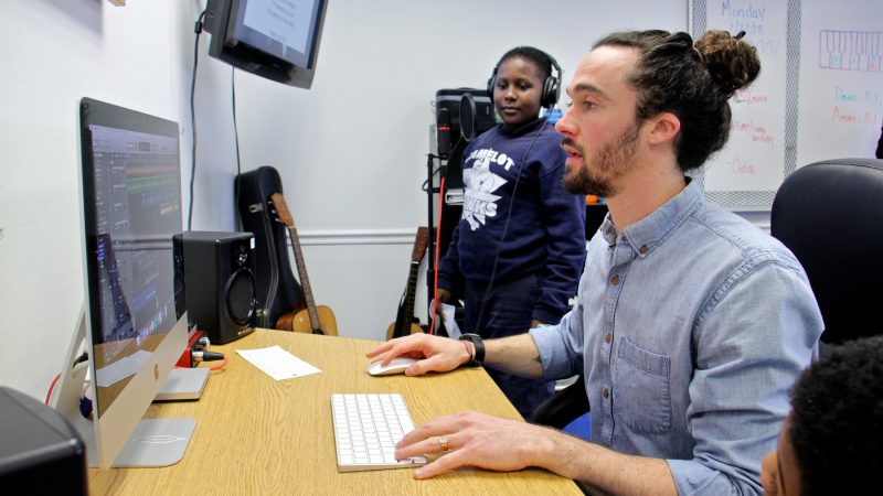 Counselor Luke O'Brien helps Khalif Henry record a track. (Emma Lee/WHYY)