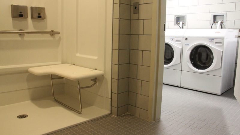Hub of Hope provides showers and laundry facilities for its clients. (Emma Lee/WHYY)