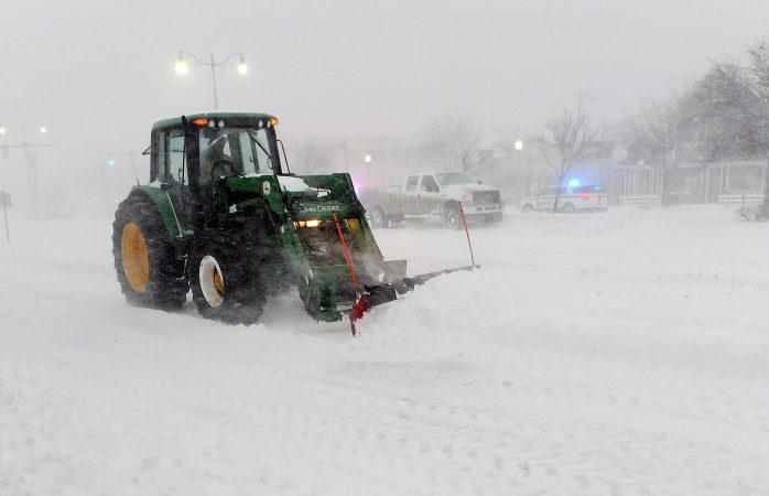 Snow plows had a hard time keeping up with the snow falling in Rehoboth. (Chuck Snyder/for WHYY)