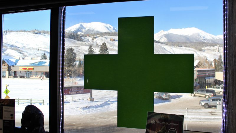 The green cross means this is a marijuana dispensary. (Bill Barlow/for WHYY)